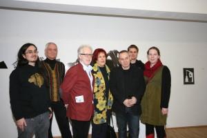 Künstlerinnen und Künstler bei der Vernissage